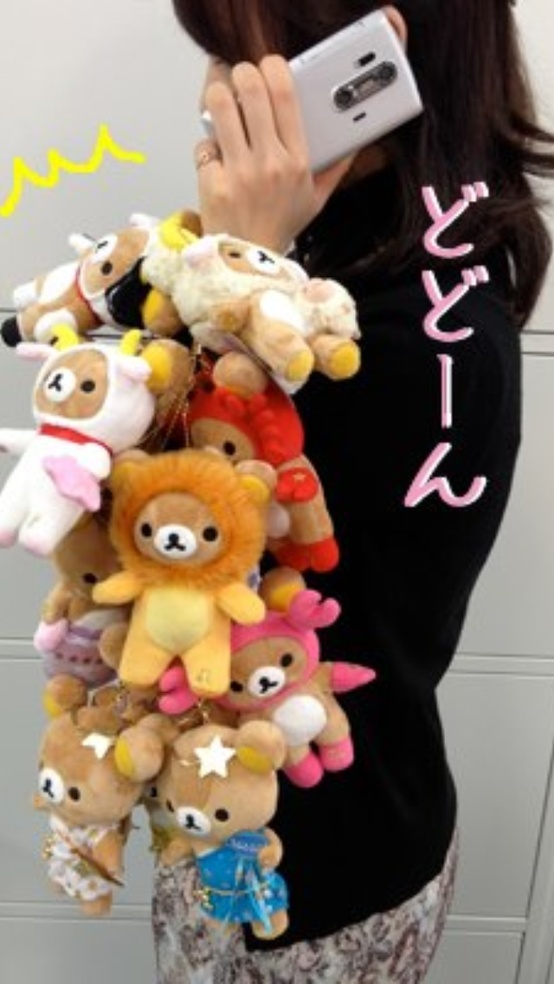 Stole this funny picture off a Japanese website - I guess she couldn't make up her mind which Rilakkuma was her favourite :P