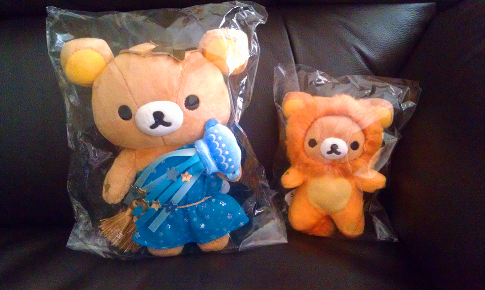 The standard sized Aquarius Rilakkuma (little one's star sign) and the miniature sized Leo