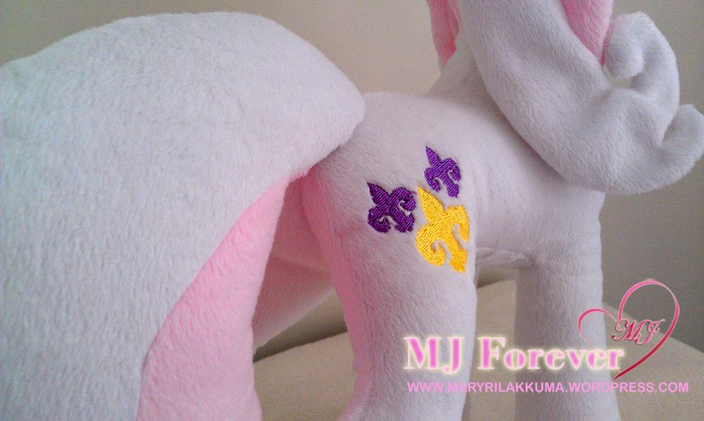 Fleur de Lis plushie by Yukamina-Plushies