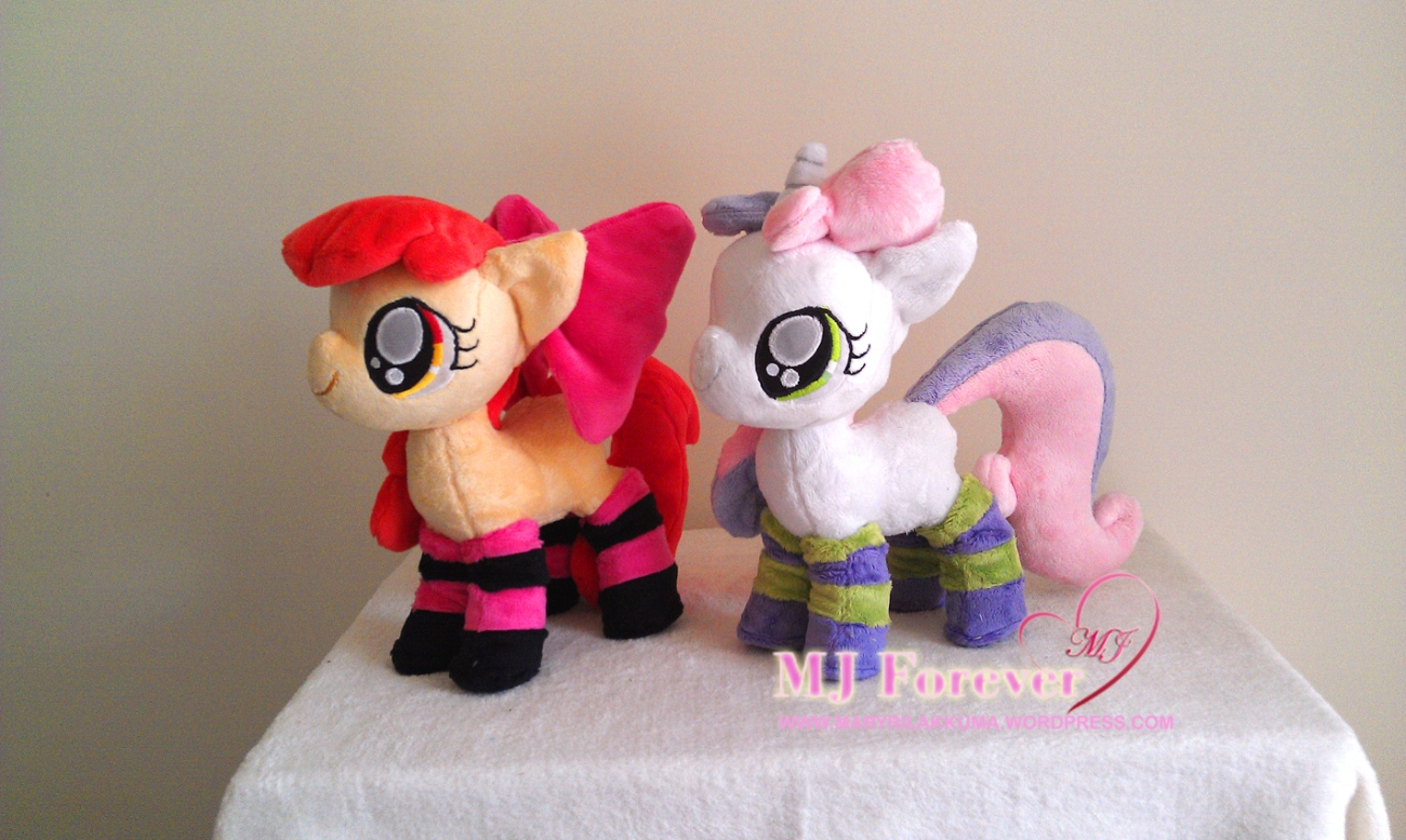 Apple Bloom and Sweetie Belle by SillyBunnies