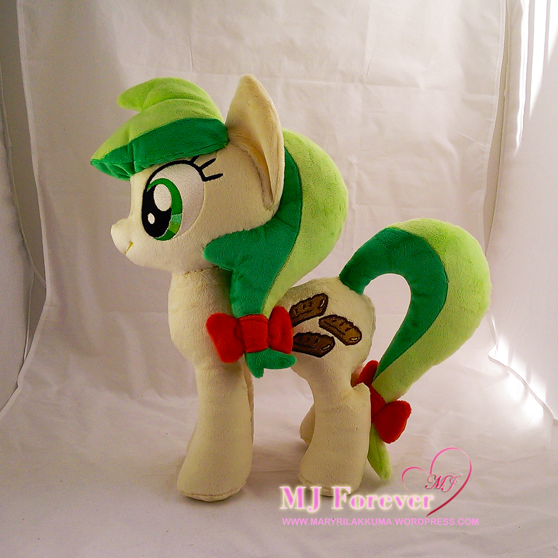 Apple Fritter plushie by LiLMoon