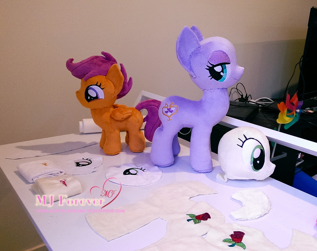 WIP pics of my current sewing projects...