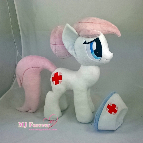 Nurse Redheart plushie sewn by meee!!!