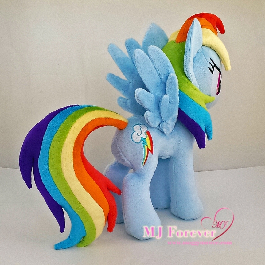 Rainbow Dash plushie sewn by meeee!!!! :)
