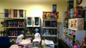 My sewing corner with some of my dolls ^^